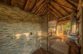 Camp Moremi Guest Bathroom