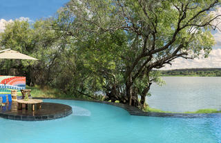 River Lodge: pool