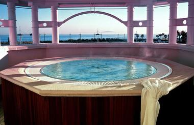 Jacuzzi at The Table Bay Hotel